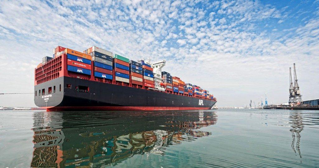 Как заказать пассажирские перевозки на море в большом городе?