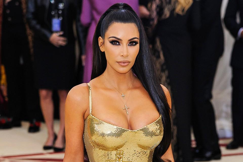 Ким Кардашьян восхитила фигурой в бикини без фотошопа