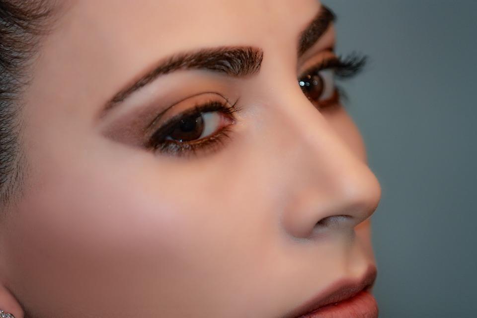Альгинатная маска для лица или корейские патчи для глаз: что лучше?