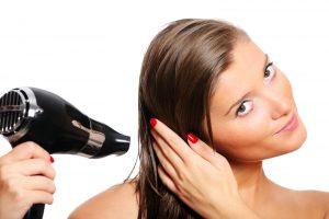 7 ошибок, которые мы допускаем при сушке волос