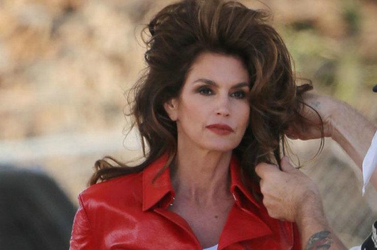 Синди Кроуфорд показала лицо без макияжа после бурной вечеринки