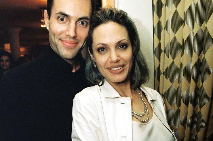 Джоли поссорилась с братом, который намерен выступить в пользу Питта