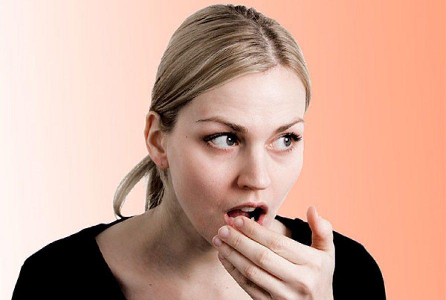 6 факторов, вызывающих неприятный запах изо рта