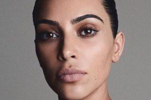 Ким Кардашьян призналась, что даже спит с макияжем