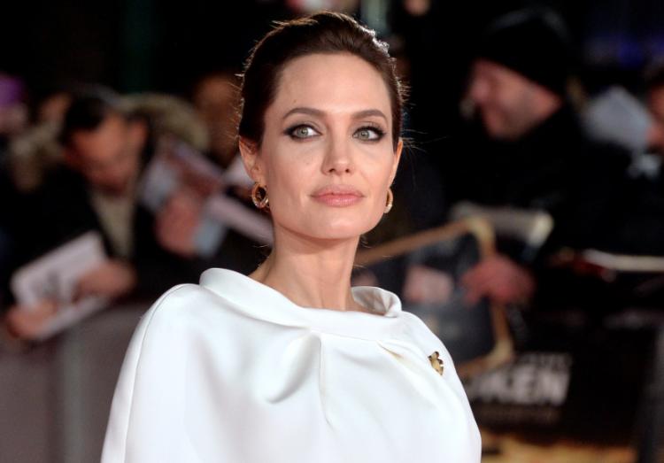 Анджелина Джоли: выход без макияжа на шопинг
