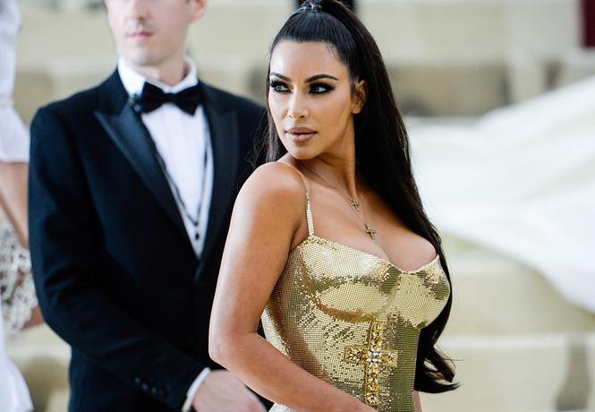Ким Кардашьян примерила самое откровенное платье за всю историю