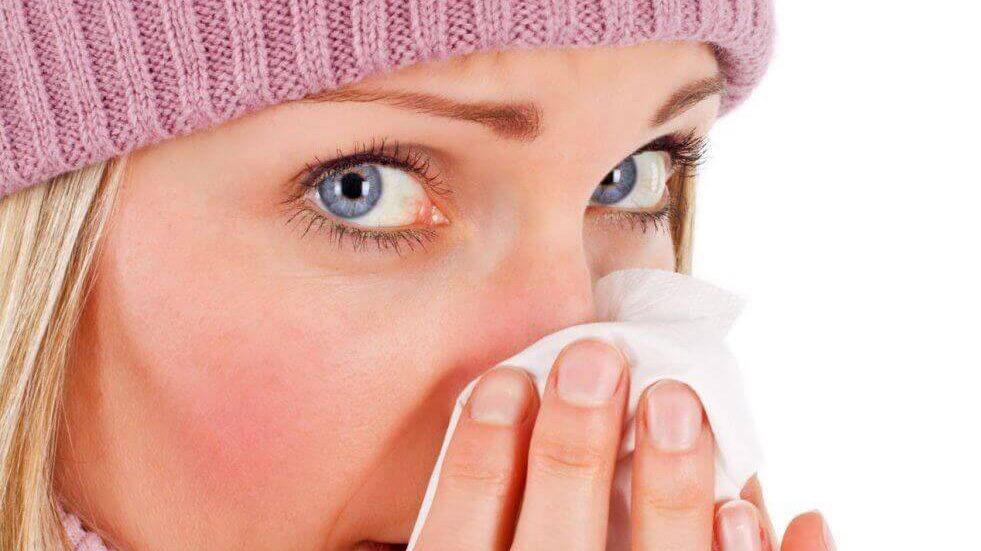 Как бороться с шелушением кожи вокруг носа в холодную пору?