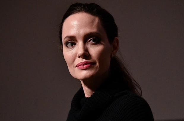 Анджелина Джоли намерена поменять кино на политику
