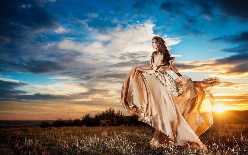 С чем сочетать длинные платья?