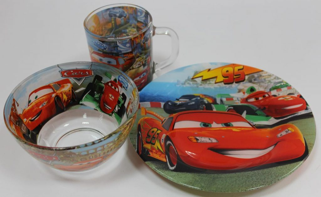 Как выбрать красивую и удобную детскую посуду?