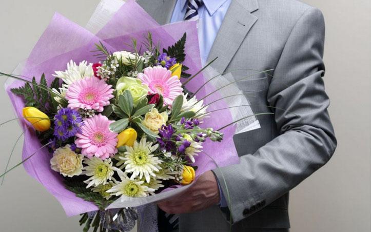 Настоящие мужчины дарят цветы