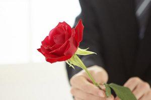Одна роза в подарок: что это значит