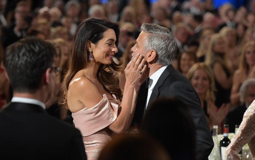 Вопреки слухам о разрыве Джордж и Амаль Клуни вместе посетили день рождения Энистон