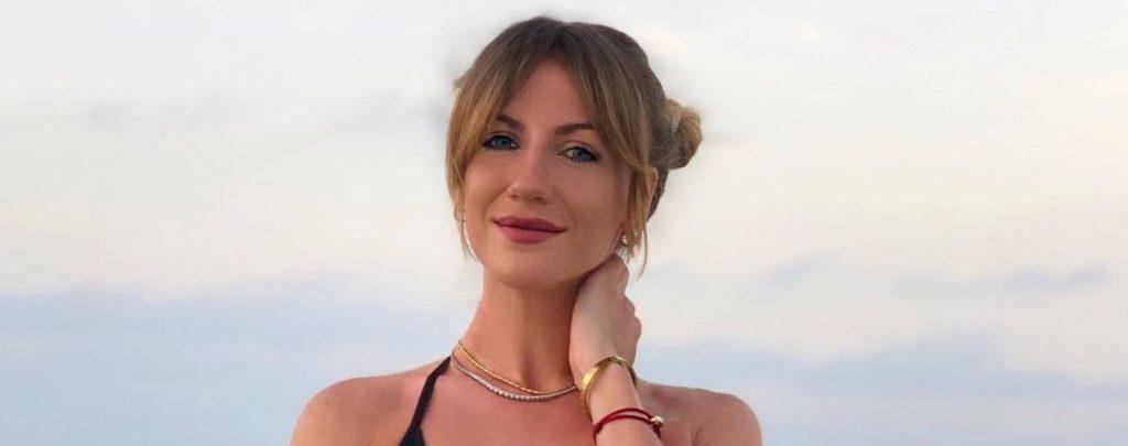 Звезда Леся Никитюк возвращается с отдыха на Мальдивах со слезами