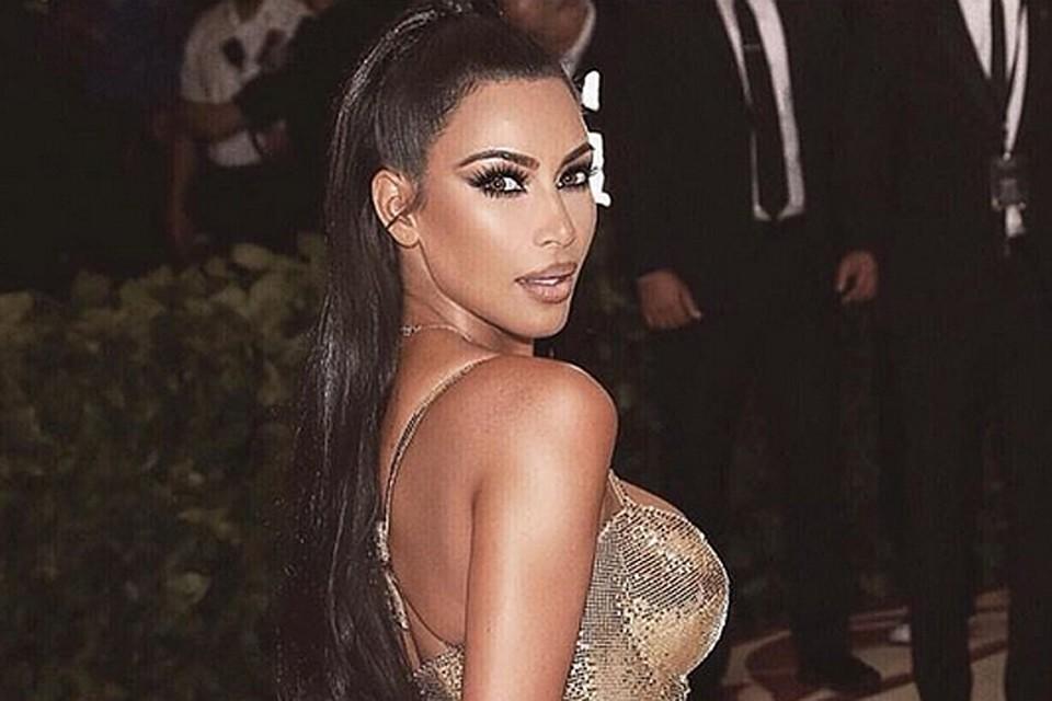 Ким Кардашьян шокировала декольте, которого вы еще точно не видели