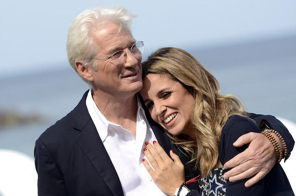 Популярный 69-летний актер стал отцом второй раз
