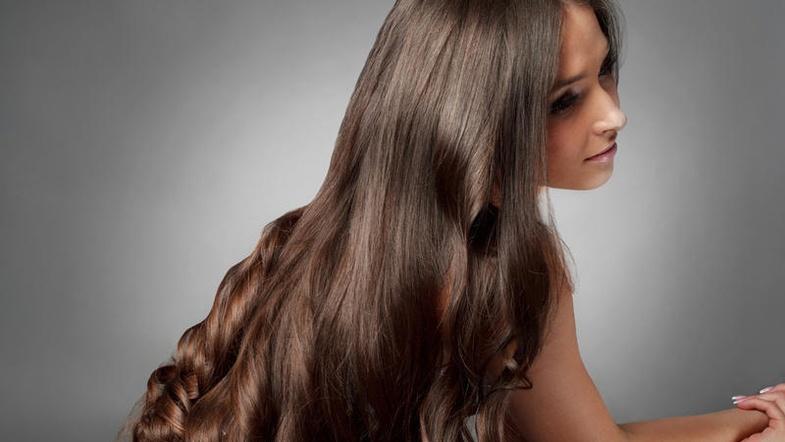 Касторовое масло: 7 плюсов для волос
