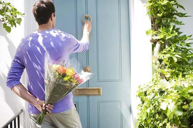 Почему мужчины дарят цветы?