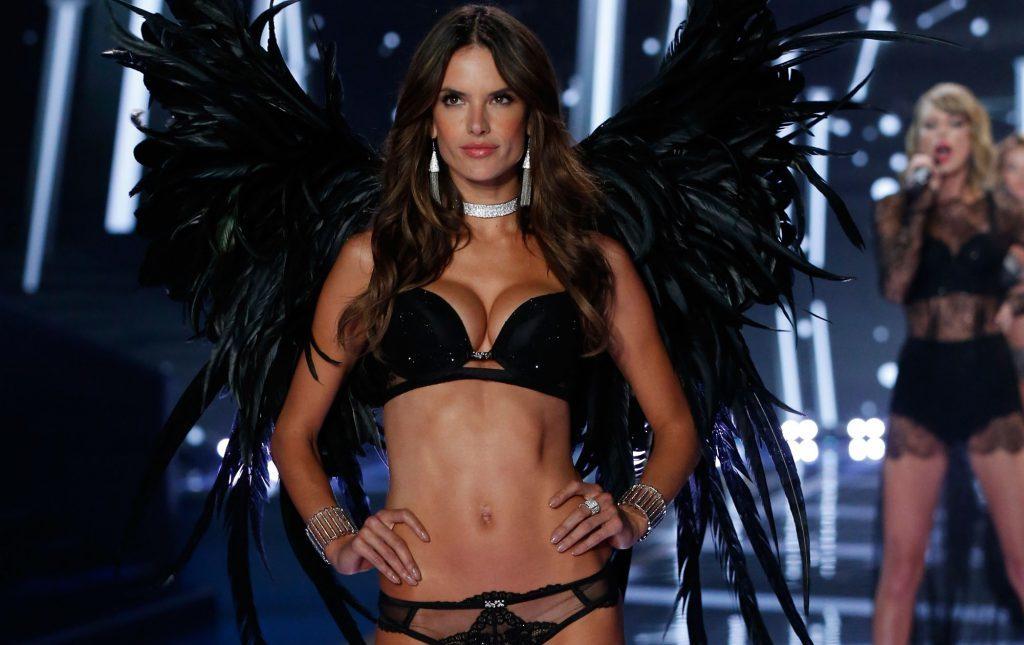 Экс-ангел Victoria's Secret запустила собственный бренд купальников