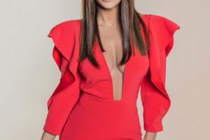В кожаных лосинах и черной фуражке: Ани Лорак продемонстрировала стильный образ