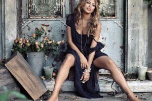 Ева Мендес презентовала дебютную коллекцию одежды