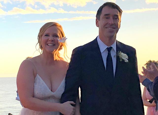Эми Шумер рассказала о редком и неизлечимом заболевании своего мужа
