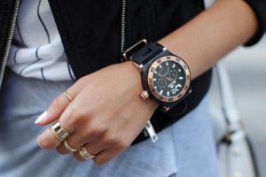 Женские наручные часы – стильный повседневный аксессуар