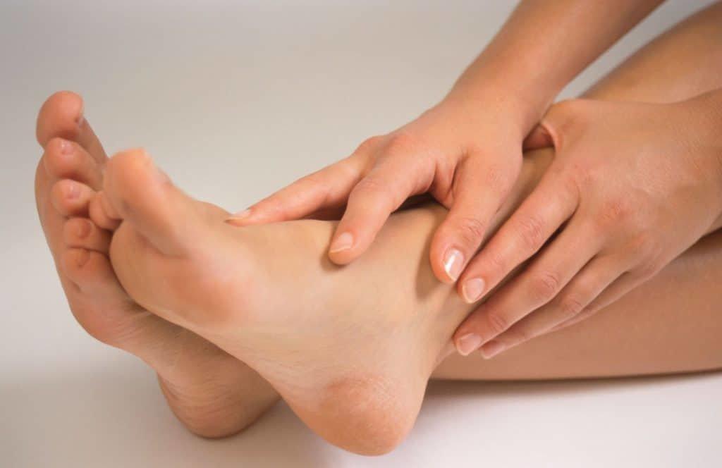 Потеют ноги: способы справиться с проблемой