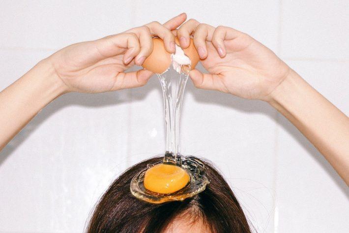 Яйцо - незаменимый ингредиент в уходе за волосами