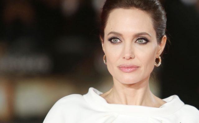 Анджелина Джоли хочет компенсации от Брэда Питта за потерянную карьеру