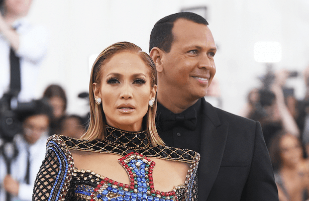 Дженнифер Лопес прокомментировала слухи об изменах своего жениха