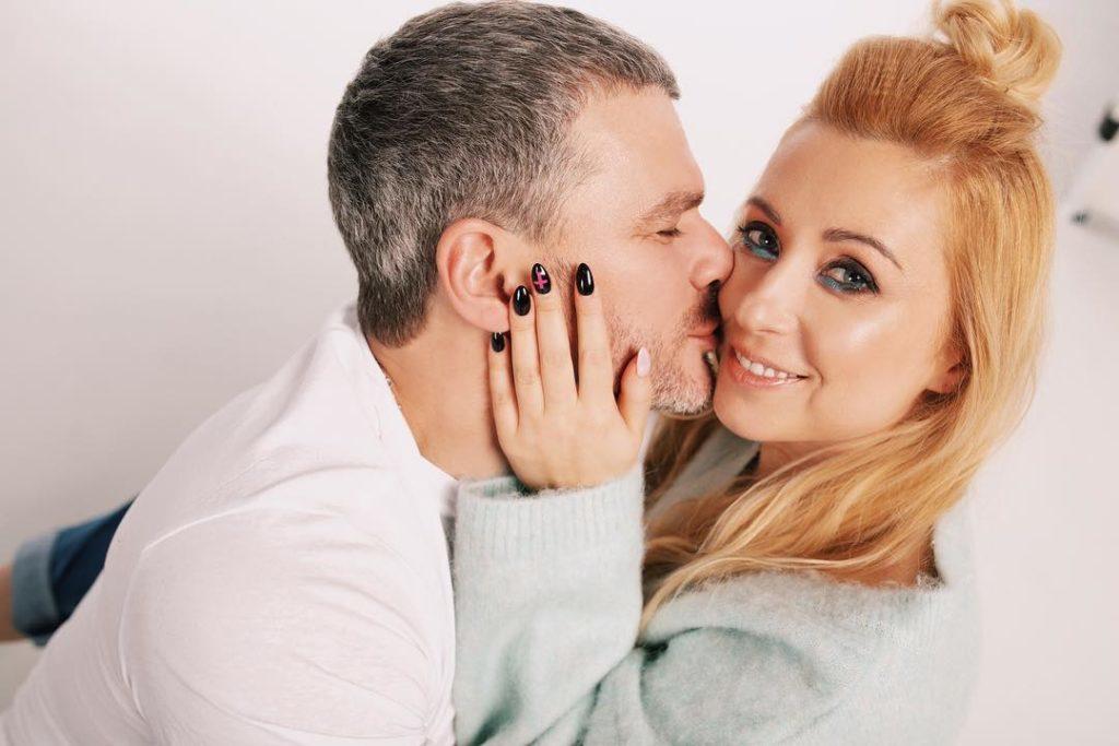 Влюбленные и счастливые: Тоня Матвиенко и Арсен Мирзоян отправились в долгожданный отпуск