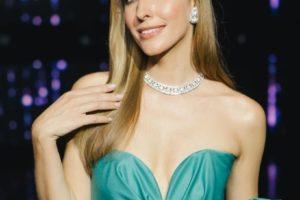 Total white: Катя Осадчая на показе коллекции MilaNova