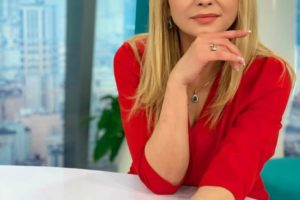 Лилия Ребрик показала, как носить главный цвет 2019 года