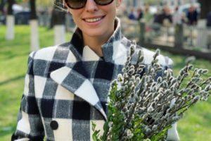 Аж глаза слепит: Катя Осадчая выгуляла блестящее платье