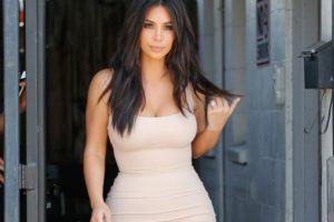 Неожиданно: скандальная Ким Кардашьян собирается сдавать юридический экзамен