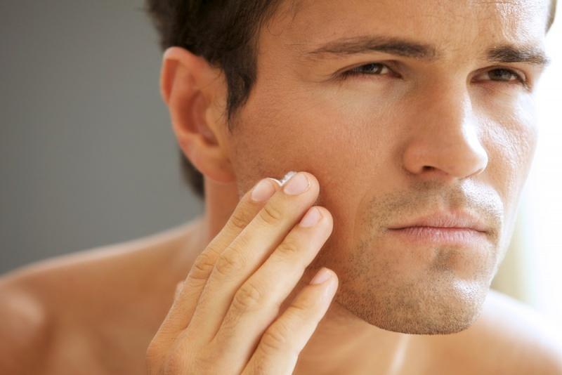 Как мужчине ухаживать за кожей летом?