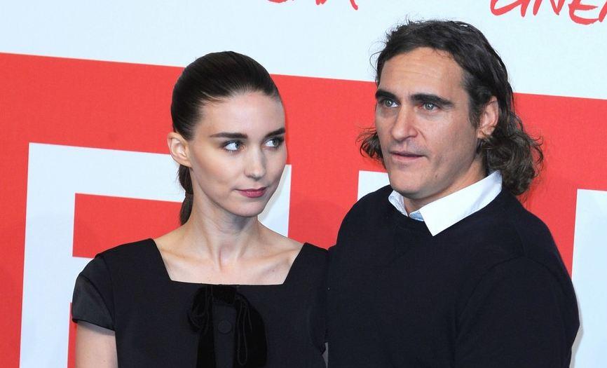 СМИ: Руни Мара и Хоакин Феникс помолвлены