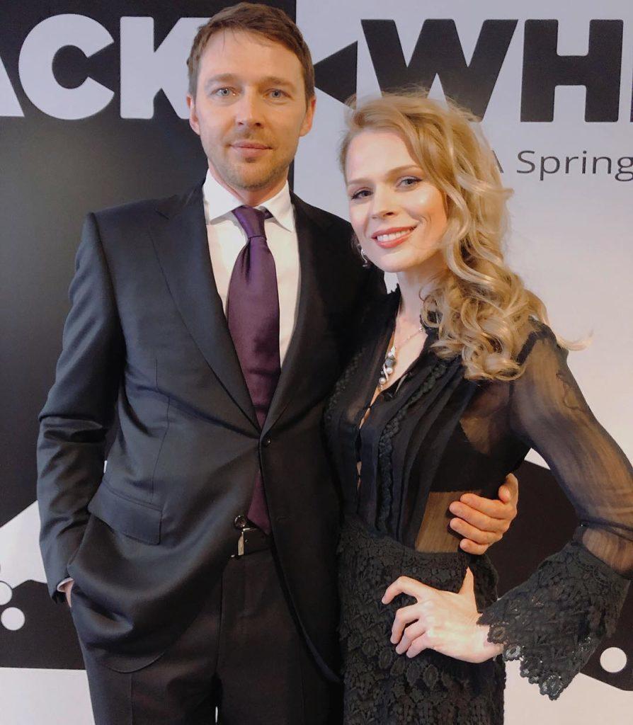 Как носить total white: показывает Ольга Фреймут вместе с мужем Владимиром Локотко