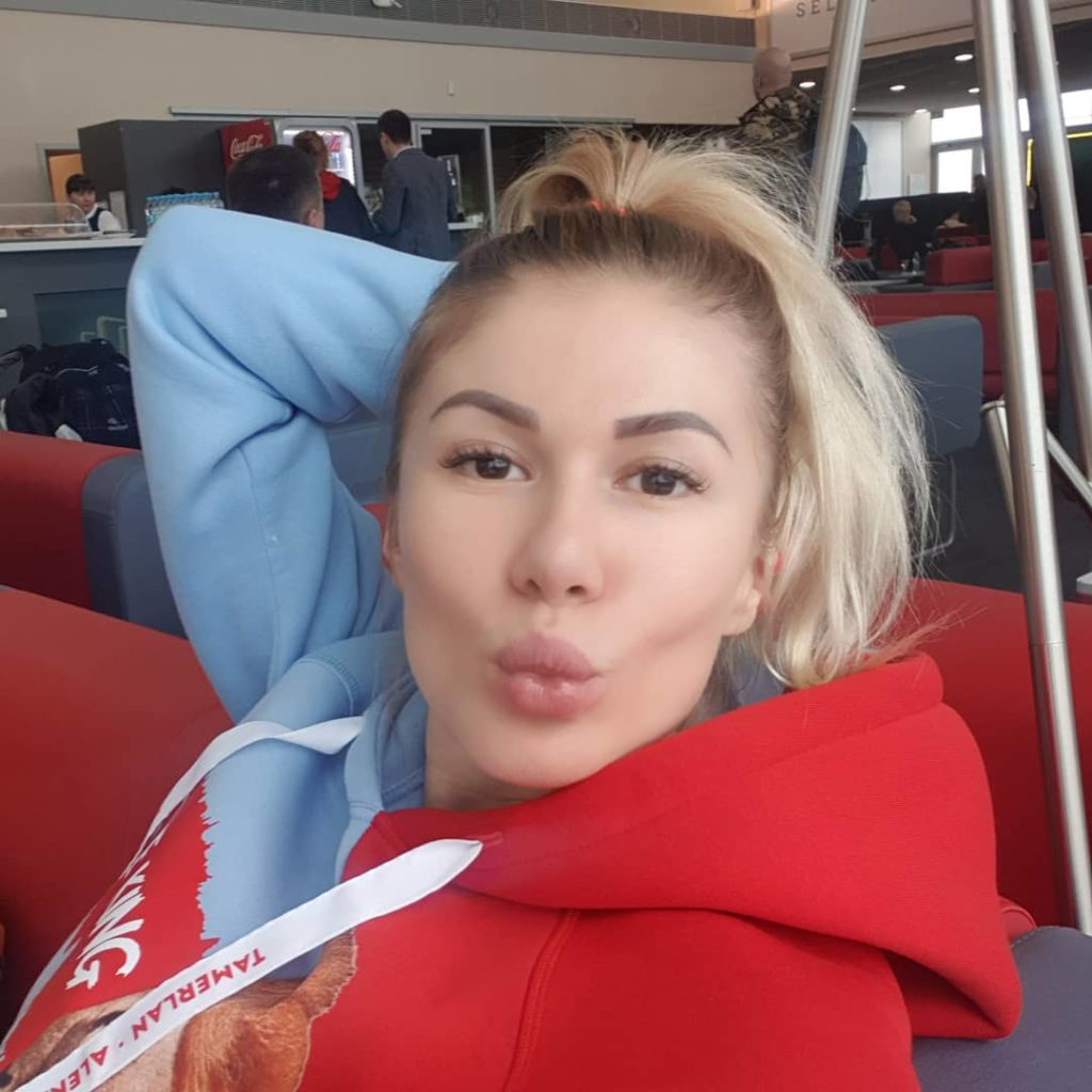 Шварценеггер отдыхает: Алена Омаргалиева показала впечатляющие бицепсы