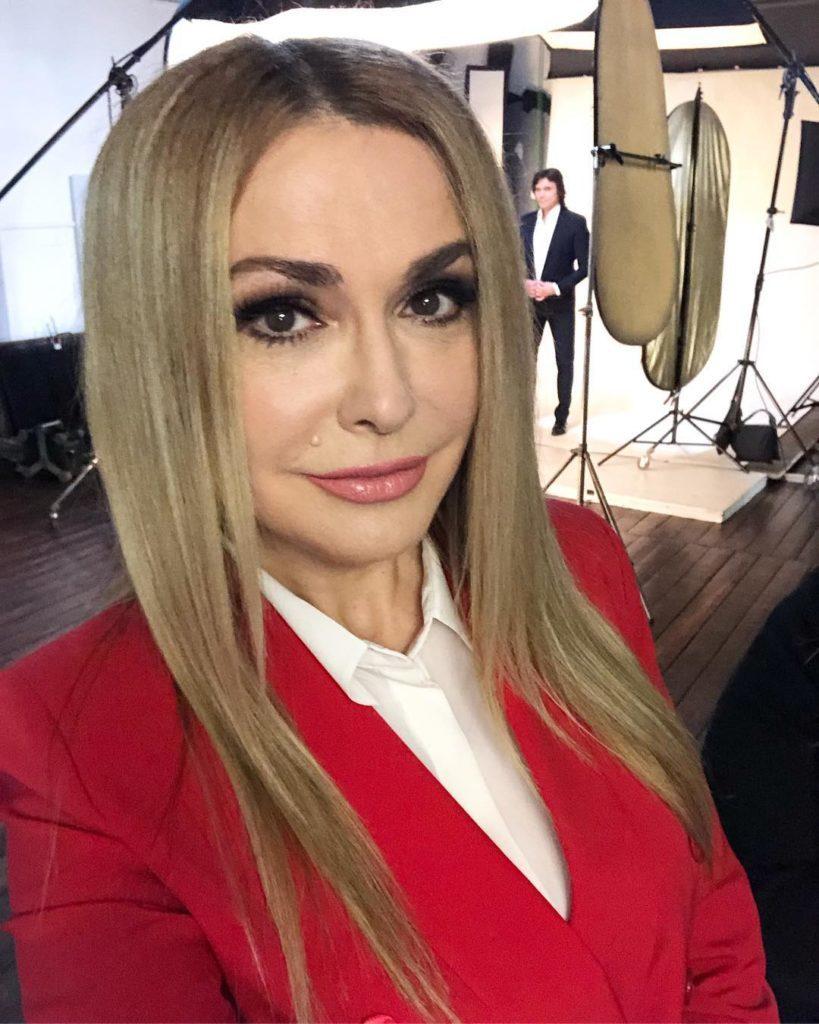 Ольга Сумская в поисках лучшей вышиванки: актриса обратилась за советом к своим поклонникам