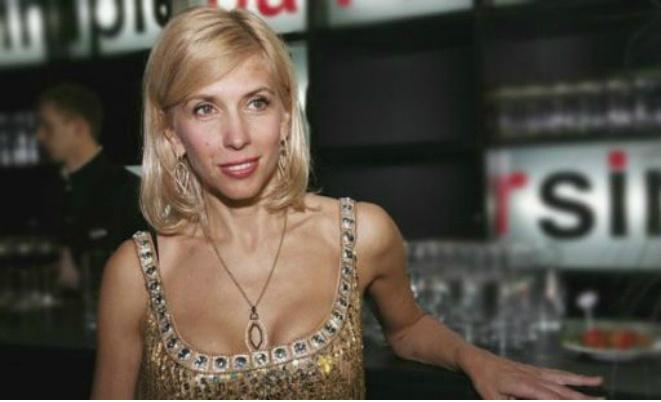 56-летняя Алена Свиридова вышла на публику в наряде со смелым декольте