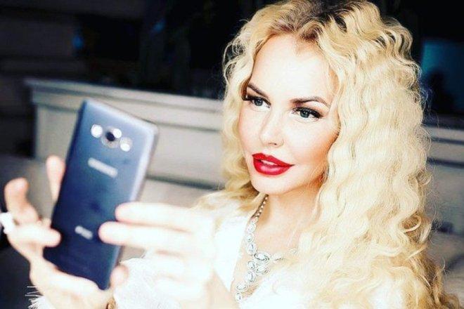 Маша Малиновская с сигаретой в руке: поклонники осудили звезду за вредную привычку