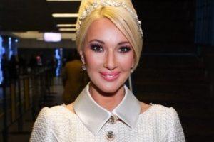 10-месячная дочь Леры Кудрявцевой уже самостоятельно ходит
