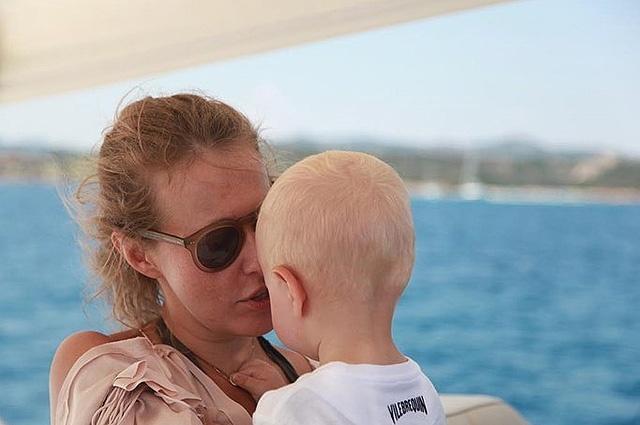 Двухлетний сын Собчак на английском языке поздравил сестру с днём рождения