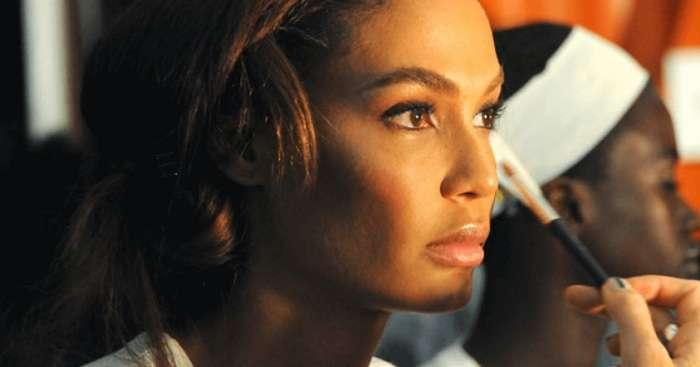 С косметикой L'Oreal женщина вдохновлена