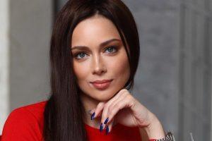 Настасья Самбурская стала блондинкой