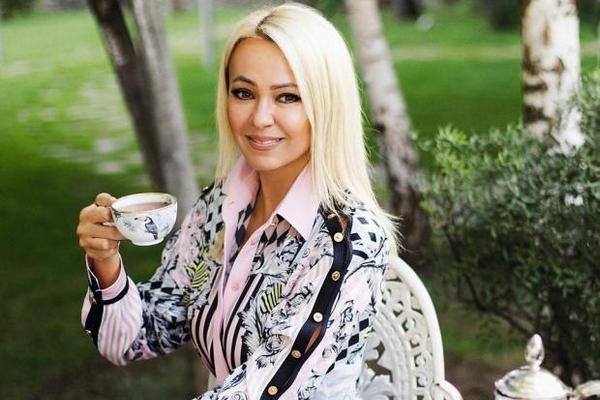 Яна Рудковская хочет застраховать свои ноги