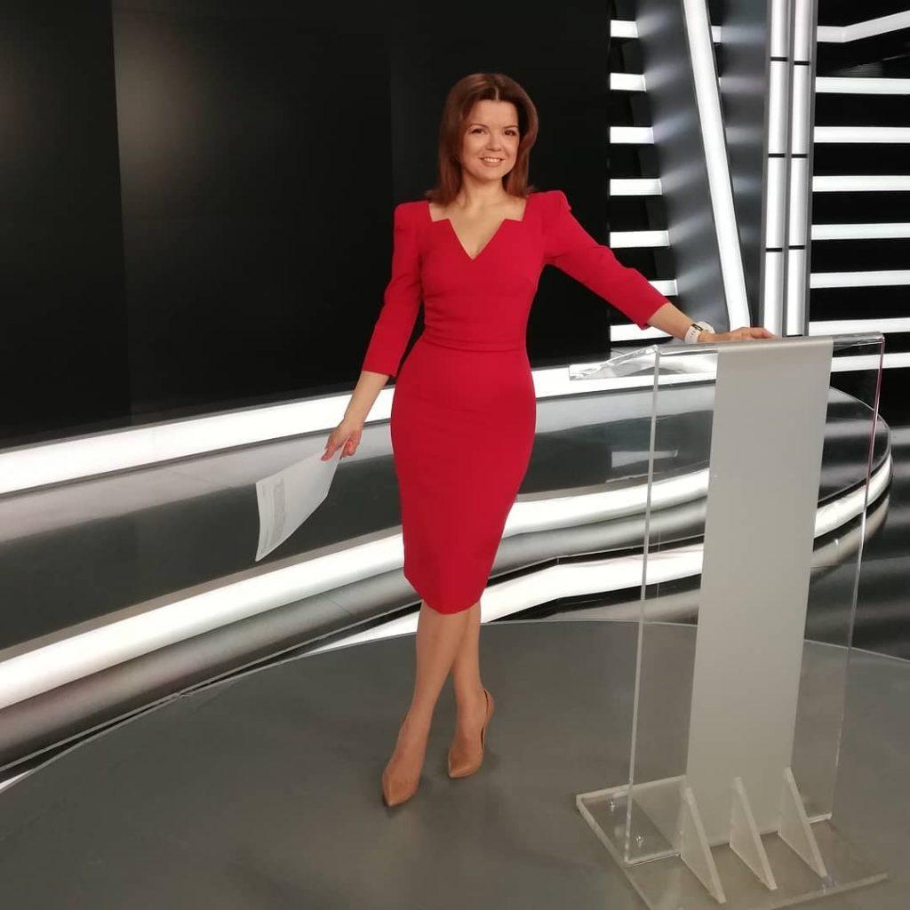 В платье с цветочным принтом и босоножках на высокой танкетке: Маричка Падалко на допремьерном показе фильма «Берлин, я люблю тебя»