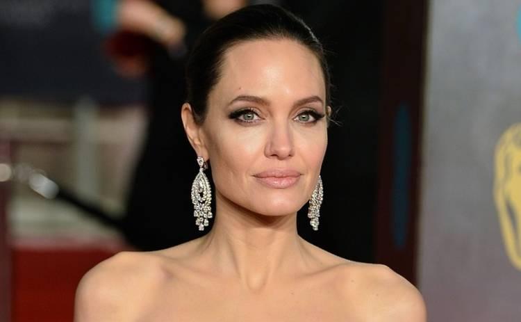 Анджелина Джоли с детьми снялась для Vogue